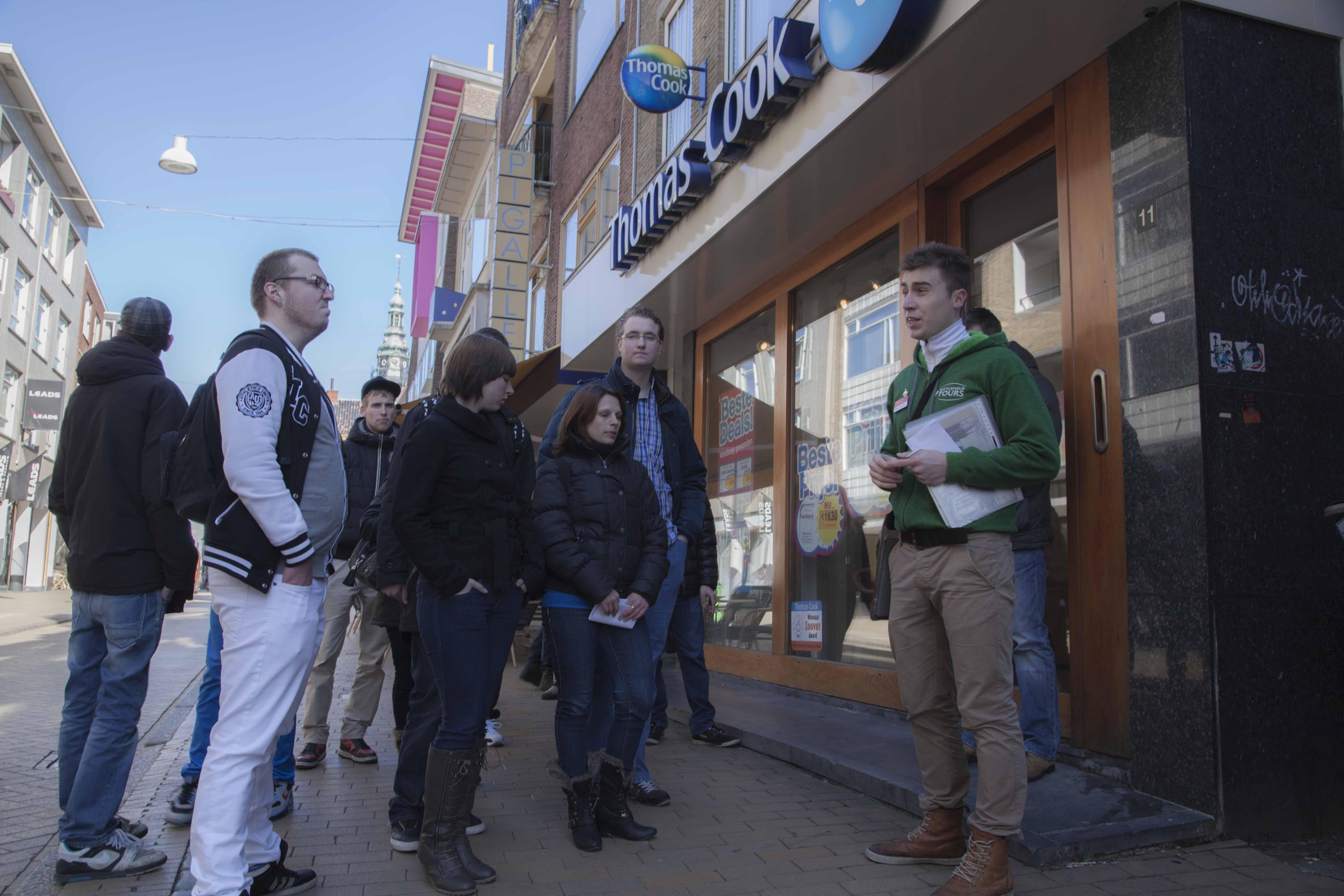 Joël Stoppels op tour met leerlingen van het Alfa College.