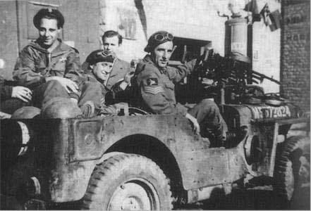 Belgische SAS met hun speciaal uitgesruste jeeps.