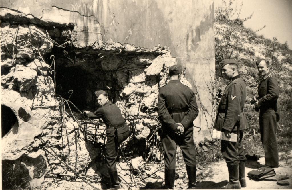 Mi Sud bij Fort Eben-Emael, op de foto is het effect van een 50kg Hohlladung te zien.
